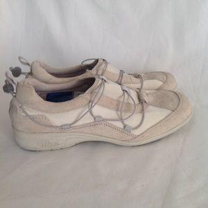 Women's Rockport XCS  walking shoe, suede leather